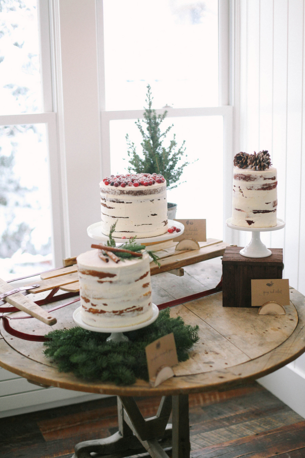 Winter-Wedding-Cake-Display-600x900